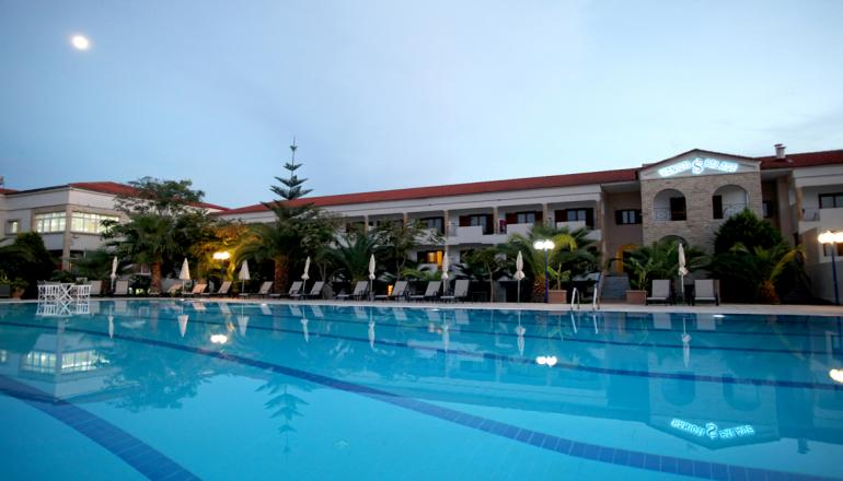 219€ απο 438€ ( Έκπτωση 50%) ΚΑΙ για τις 4 ημερες / 3 διανυκτερευσεις ΚΑΙ για τα 2 Άτομα ΚΑΙ ενα Παιδι εως 12 ετων, στο 4 αστερων Tresor Hotel στη Χαλκιδικη, με Ημιδιατροφη (Πρωινο και Βραδινο σε Μπουφε) σε δικλινο δωματιο! Υπαρχει δυνατοτητα επιπλεον διανυκτερευσεων! Η προσφορα ισχυει ΚΑΙ για του Αγιου Πνευματος! Διατιθεται ειδικη προσφορα ΚΑΙ για το Πασχα!