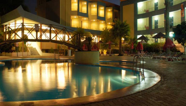 ALL INCLUSIVE στη Ρόδο ΚΑΙ για τις 4 ημέρες / 3 διανυκτερεύσεις KAI για τα 2 Άτομα ΚΑΙ ένα Παιδί έως 13 ετών σε δίκλινο δωμάτιο, στο Sunland Hotel μόνο με 240€ από 345€ (Έκπτωση 30%)! Προσφέρονται Πρωινό, Μεσημεριανό και Βραδινό σε Πλούσιο Μπουφέ, Σνακ κατά την διάρκεια της ημέρας! Απεριόριστη κατανάλωση σε αλκοολούχα και μη ποτά, Αναψυκτικά, Τσάι, Καφές, Σνακ και Παγωτό κατά την διάρκεια της ημέρας! Υπάρχει δυνατότητα επιπλέον διανυκτερεύσεων! εικόνα