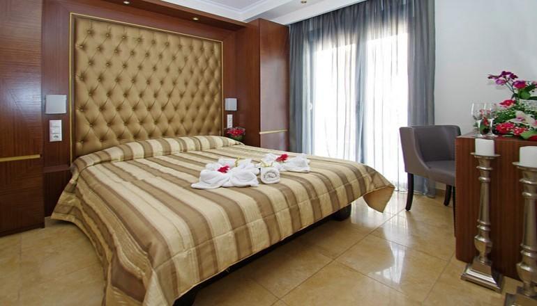 4* Mediterranean Resort - Κατερίνη Πιερίας - Χριστούγεννα στο 4 αστέρων Mediterranean Resort, στην Κατερίνη Πιερίας! Απολαύστε 4 ημέρες / 3 διανυκτερεύσεις KAI για τα 2 Άτομα KAI ένα Παιδί έως 13 ετών, με Ημιδιατροφή (Πρωινό και Βραδινό σε Μπουφέ) σε δίκλινο δωμάτιο, μόνο με 270€ από 540€ ( Έκπτωση 50%)! Παραμονή των Χριστουγέννων παρέχεται Εορταστικό Πρόγραμμα με Μουσική από
