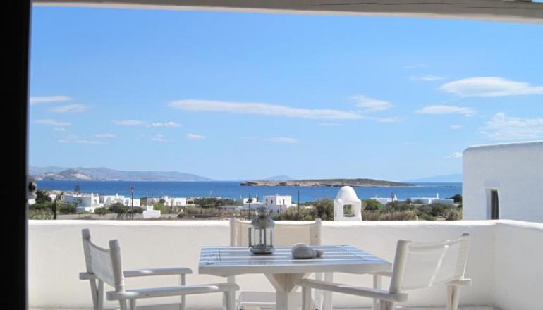 79€ από 158€ ( Έκπτωση 50%) ΚΑΙ για τις 3 ημέρες / 2 διανυκτερεύσεις ΚΑΙ για τα 2 Άτομα KAI ένα Παιδί έως 8 ετών στην Πάρο, σε Residence With Sea View στο Aeraki Villas! Για όσους πραγματοποιήσουν τη διαμονή τους σε Deluxe Residence ή σε Deluxe Villa από Κυριακή έως Πέμπτη δίδεται μία επιπλέον διανυκτέρευση Δωρεάν για να απολαύσετε 4 ημέρες! Υπάρχει δυνατότητα επιπλέον διανυκτέρευσης! εικόνα
