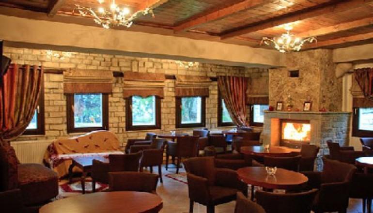 Ξενώνας Ανδρομέδα - Λίμνη Πλαστήρα - Καθαρά Δευτέρα ΚΑΙ 25η Μαρτίου στη Λίμνη Πλαστήρα, στον Ξενώνα Ανδρομέδα! Απολαύστε 3 ημέρες / 2 διανυκτερεύσεις KAI για τα 2 Άτομα KAI ένα Παιδί έως 12 ετών, σε δίκλινο δωμάτιο με Πρωινό, μόνο με 119€ από 240€ ( Έκπτωση 50%)! Παρέχονται Ξύλα για το Τζάκι καθώς και Early check in και Late check out κατόπιν διαθεσιμότητας! Υπάρχει δυνατότητα επιπλέον διανυκτέρευσης!