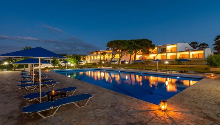 Pavlina Beach Hotel - Νιφορέικα Αχαΐας