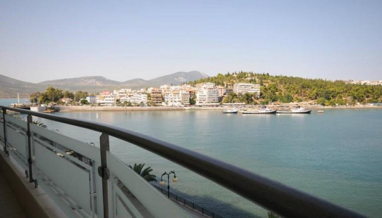 Πρωτοχρονιά στη Χαλκίδα, στο Paliria Hotel! Απολαύστε 4 ημέρες / 3 διανυκτερεύσεις ΚΑΙ για τα 2 Άτομα ΚΑΙ ένα Παιδί έως 6 ετών με Πρωινό σε δίκλινο δωμάτιο, μόνο με 199€ από 398€ ( Έκπτωση 50%)! Παραμονή Πρωτοχρονιάς παρέχεται Εορταστικό Δείπνο με Ζωντανή Μουσική! Προσφέρεται ένα Μπουκάλι Κρασί για καλωσόρισμα καθώς και Late check out κατόπιν διαθεσιμότητας! Υπάρχει δυνατότητα επιπλέον διανυκτερεύσεων! Διατίθεται ειδική προσφορά ΚΑΙ για τα Χριστούγεννα και τα Φώτα! εικόνα