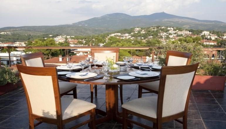 4* Nepheli Hotel - Πανόραμα Θεσσαλονίκης - 99€ από 248€ (Έκπτωση 60%) ΚΑΙ για τις 3 ημέρες / 2 διανυκτερεύσεις για έως ΚΑΙ 3 Άτομα στo Πανόραμα Θεσσαλονίκης, στο 4 αστέρων Nepheli Hotel σε Superior δίκλινο δωμάτιο με Πρωινό σε Μπουφέ! Προσφέρεται Πιατέλα με Γλυκίσματα στο δωμάτιο για καλωσόρισμα! Παρέχονται 2 ποτά στο Loft bar - restaurant καθώς και Late check out κατόπιν διαθεσιμότητας! Υπάρχει δυνατότητα επιπλέον διανυκτέρευσης! Η προσφορά ισχύει ΚΑΙ για την Καθαρά Δευτέρα ΚΑΙ την 25η Μαρτίου!
