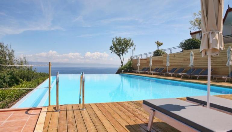 ALL INCLUSIVE στο 4 αστερων Belvedere Aeolis Hotel ΚΑΙ για τις 3 ημερες / 2 διανυκτερευσεις KAI για τα 2 Άτομα ΚΑΙ ενα Παιδι εως 12 ετων, σε δικλινο δωματιο στη Μυτιληνη, μονο με 169€ απο 338€ (Έκπτωση 50%)! Προσφερονται Πρωινο, Μεσημεριανο και Βραδινο σε Μπουφε, Σνακ, Παγωτα, μη Αλκοολουχα ποτα οπως Χυμοι, Αναψυκτικα, Νερο, Αλκοολουχα ποτα οπως Κρασι, Μπυρα και Ουζο κατα την διαρκεια της ημερας! Παρεχεται Early check in και Late check …