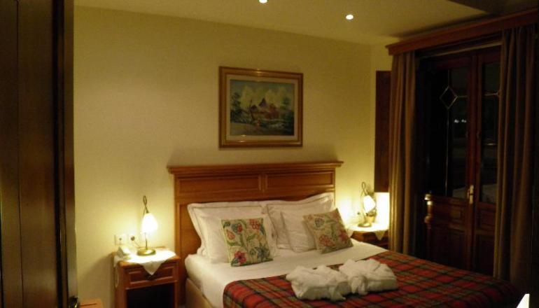 Καθαρά Δευτέρα στο Μέτσοβο, στο Egnatia Hotel! Απολαύστε 4 ημέρες / 3 διανυκτερεύσεις ΚΑΙ για τα 2 Άτομα ΚΑΙ ένα Παιδί έως 7 ετών, σε δίκλινο δωμάτιο με Jacuzzi και Πρωινό, μόνο με 209€ από 418€ (Έκπτωση 50%)! Προσφέρεται τοπικό Ποτό καλωσορίσματος! Παρέχεται Early check in στις 10:00 και Late check out στις 16:00! Απολαύστε 3 ημέρες στο Μέτσοβο, στον κατά πολλούς γραφικότερο οικισμό της χώρας! εικόνα