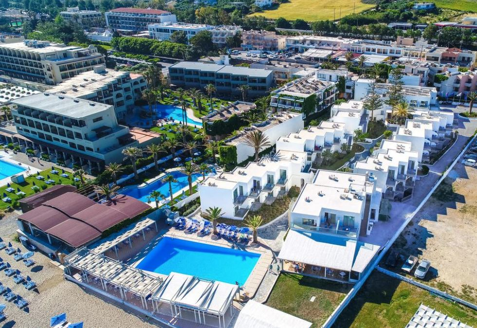 4* Adele Beach Hotel - Ρέθυμνο, Κρήτη ✦ 4 Ημέρες (3 Διανυκτερεύσεις) ✦ 2 άτομα + 1 παιδί έως 6 ετών ✦ Ημιδιατροφή ✦ 26/08/2020 έως 27/09/2020 ✦ Μπροστά στην Παραλία!