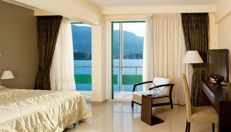 Πάσχα στο Xenia Poros Image Hotel, στον Πόρο! Απολαύστε 4 ημέρες / 3 διανυκτερεύσεις ΚΑΙ για τα 2 Άτομα ΚΑΙ ένα Παιδί έως 12 ετών, σε δίκλινο δωμάτιο με Θέα στη Θάλασσα και Πρωινό σε Μπουφέ, μόνο με 299€ από 598€ ( Έκπτωση 50%)! Προσφέρεται Welcome Drink κατά την άφιξη! Παρέχεται ελεύθερη χρήση της Sauna και του Γυμναστηρίου καθώς και Δωρεάν ομπρέλα και ξαπλώστρες στην ιδιωτική Παραλία του Ξενοδοχείου! Παρέχεται Early check in στις 10:00 και Late check out στις 18:00 για να απολαύσετε 4 γεμάτες ημέρες στο όμορφο νησί του Αργοσαρωνικού! Υπάρχει δυνατότητα επιπλέον διανυκτέρευσης! εικόνα