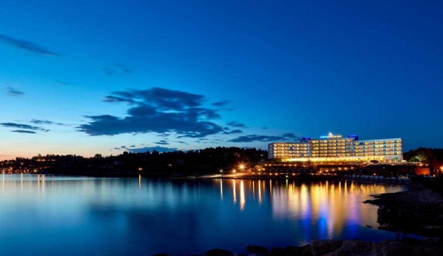 4* AKS Hinitsa Bay - Πόρτο Χέλι, Πελοπόνησσος ✦ -20% ✦ 3 Ημέρες (2 Διανυκτερεύσεις) ✦ 2 άτομα + 2 παιδιά 1 έως 12 ετών και 1 έως 2 ετών ✦ Ημιδιατροφή ✦ 29/08/2021 έως 11/09/2021 ✦ Μπροστά στην παραλία!