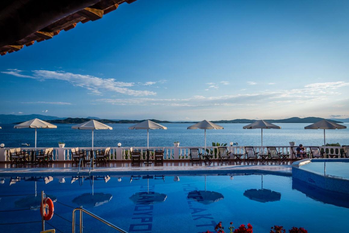 4* Akti Ouranoupoli Beach Resort - Ουρανουπολη, Χαλκιδικη ✦ -40% ✦ 3 Ημερες (2 Διανυκτερευσεις) ✦ 2 ατομα + 1 παιδι εως 6 ετων ✦ Πληρης Διατροφη ✦ 01/10/2020 εως 31/10/2020 ✦ Μπροστα στην παραλια!