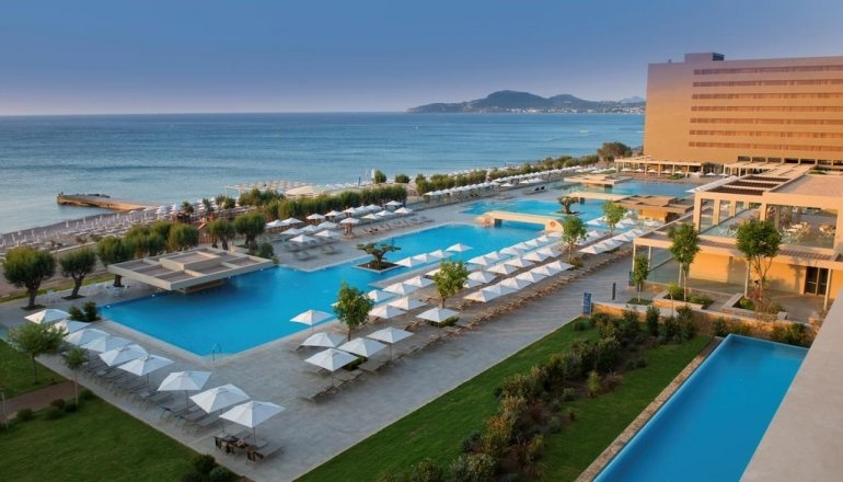 4* Amada Colossos Resort – Φαληρακι Ροδου ✦ 4 Ημερες (3 Διανυκτερευσεις) ✦ 2 Άτομα ΚΑΙ ενα Παιδι εως 2 ετων ✦ All Inclusive ✦ 01/07 εως 19/07 και 26/08 εως 11/09 ✦ Μπροστα στην Παραλια!
