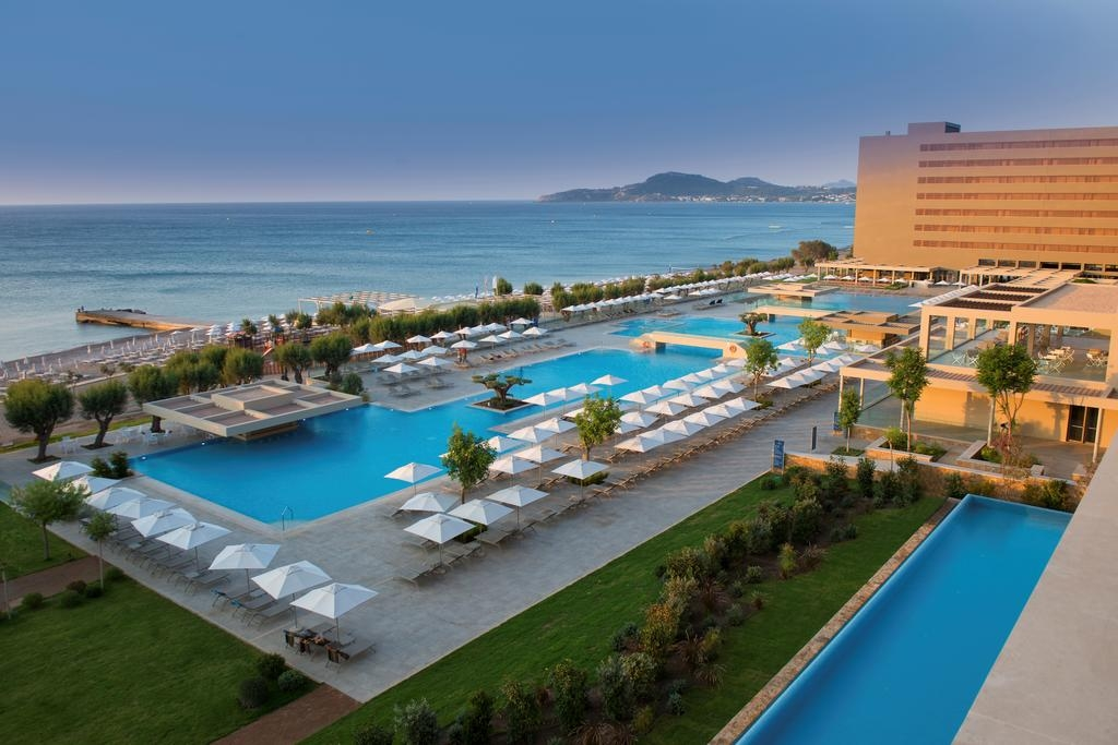 4* Amada Colossos Resort – Φαληρακι Ροδου ✦ 4 Ημερες (3 Διανυκτερευσεις) ✦ 2 Άτομα ΚΑΙ ενα Παιδι εως 2 ετων ✦ All Inclusive ✦ 20/07/2018 εως 25/08/2018 ✦ Μπροστα στην Παραλια!