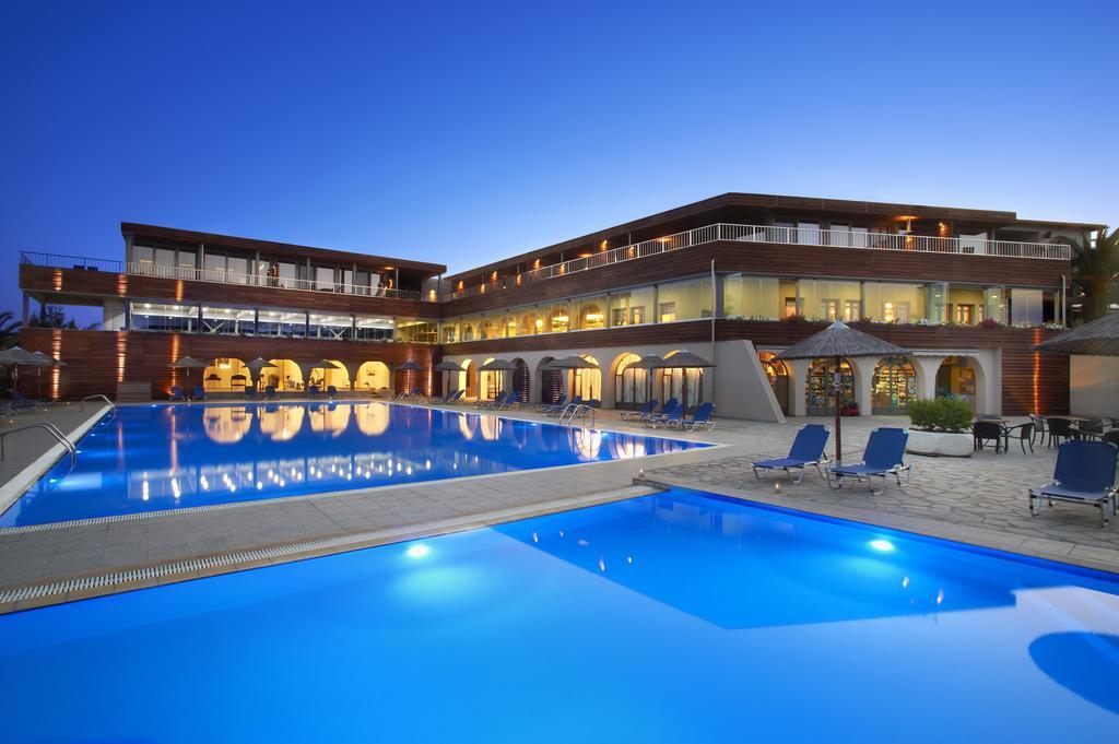 4* Blue Dolphin Hotel Chalkidiki - Μεταμόρφωση, Χαλκιδική ✦ 4 Ημέρες (3 Διανυκτερεύσεις) ✦ 2 άτομα ✦ Ημιδιατροφή ✦ 15/09/2020 έως 30/09/2020 ✦ Δώρο Spa Voucher αξίας 90€ ανά δωμάτιο ανά διαμονή