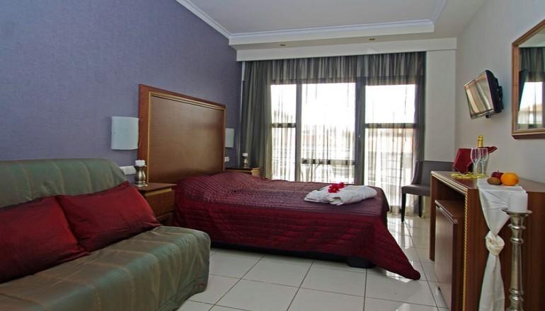 Πρωτοχρονιά στο 4 αστέρων Mediterranean Resort, στην Κατερίνη Πιερίας! Απολαύστε 4 ημέρες / 3 διανυκτερεύσεις KAI για τα 2 Άτομα KAI ένα Παιδί έως 13 ετών, με Ημιδιατροφή (Πρωινό και Βραδινό σε Μπουφέ) σε δίκλινο δωμάτιο, μόνο με 259€ από 518€ (Έκπτωση 50%)! Παραμονή των Πρωτοχρονιάς παρέχεται Εορταστικό Πρόγραμμα με Μουσική από DJ! Προσφέρονται κατά την Άφιξη Κρασί, Φρούτα και Γλυκά στο δωμάτιο! Παρέχεται ελεύθερη χρήση του Γυμναστηρίου και της Sauna καθώς και Early check in στις 10:00 και Late check out στις 18:00 για να απολαύσετε 4 γεμάτες Εορταστικές ημέρες! εικόνα