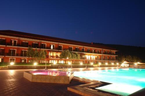 4* Europa Beach Hotel - Γαλαξίδι Φωκίδας ✦ -45% ✦ 4 Ημέρες (3 Διανυκτερεύσεις) ✦ 2 άτομα + 1 παιδί 3 ετών ✦ Ημιδιατροφή ✦ έως 31/08/2019 ✦ Μπροστά στην Παραλία!