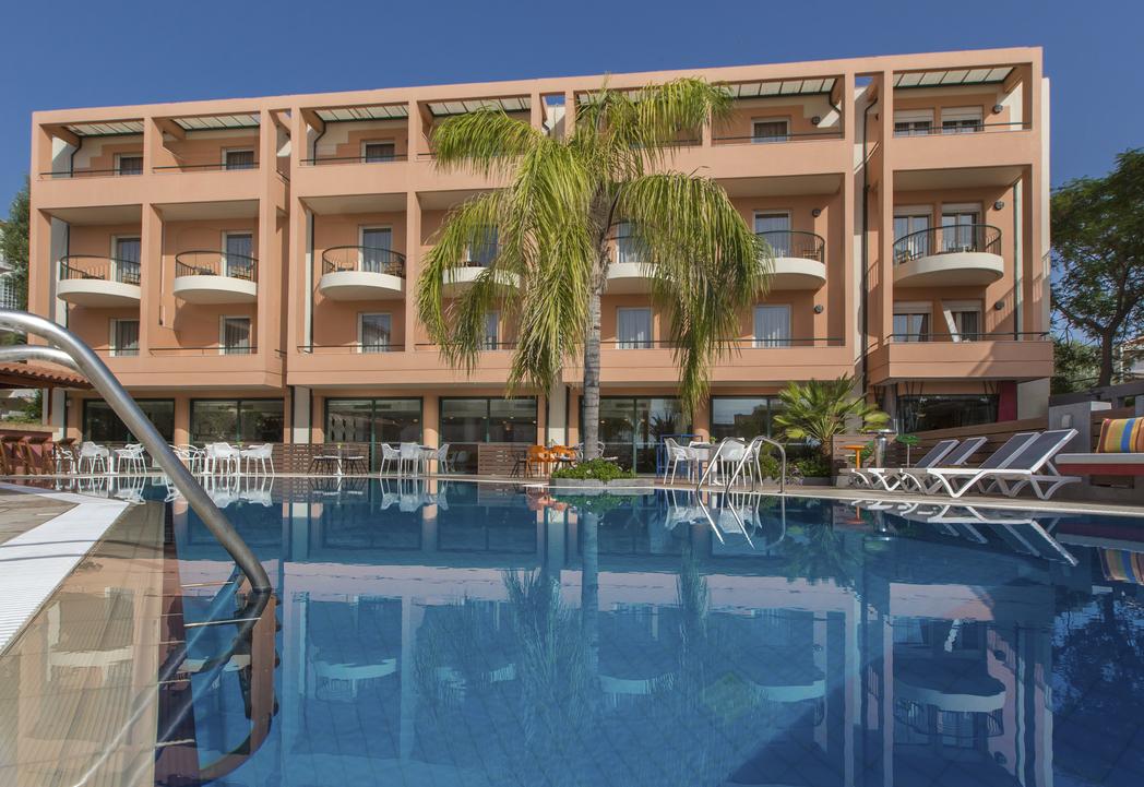 4* Flisvos Royal Hotel - Τολό ✦ -30% ✦ 3 Ημέρες (2 Διανυκτερεύσεις) ✦ 2 άτομα + 1 παιδί έως 10 ετών ✦ Πρωινό ✦ 23/08/2020 έως 30/09/2020 ✦ Κοντά σε Παραλία!