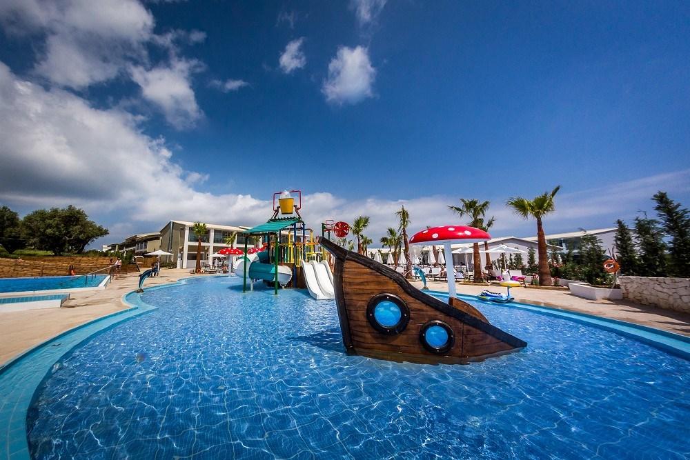 4* Caretta Paradise Hotel & Waterpark - Ζάκυνθος Τραγάκι ✦ -20% ✦ 4 Ημέρες (3 Διανυκτερεύσεις) ✦ 2 άτομα + 2 παιδιά έως 16 ετών ✦ All Inclusive ✦ 01/09/2021 έως 30/09/2021 ✦ Δωρεάν πρόσβαση σε νεροτσουλήθρες!