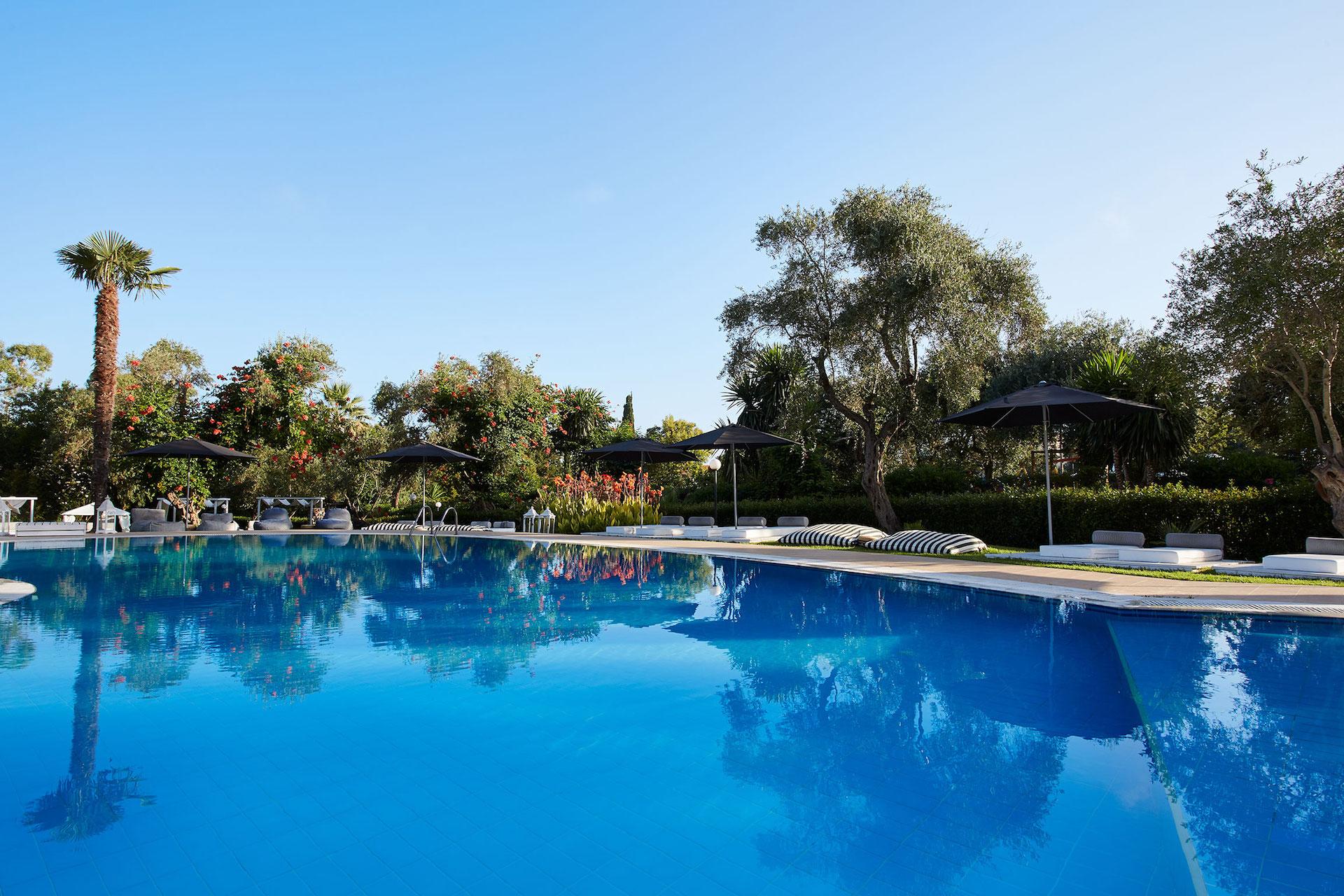 4* Mr & Mrs White Corfu - Κέρκυρα ✦ 4 Ημέρες (3 Διανυκτερεύσεις) ✦ 2 άτομα ✦ Πρωινό ✦ 01/07/2021 έως 31/08/2021 ✦ Κοντά στην παραλία!