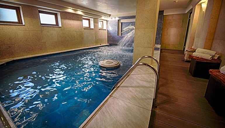 4* Olympus Mediterranean Boutique Hotel - Λιτόχωρο Πιερίας ✦ -50% ✦ 3 Ημέρες (2 Διανυκτερεύσεις) ✦ 2 Άτομα ΚΑΙ ένα Παιδί έως 7 ετών ✦ Ημιδιατροφή ✦ Εορτές (26/12 έως 28/12 και 02/01 έως 06/01) ✦ Ελεύθερη χρήση της Εσωτερικής Πισίνας και της Sauna