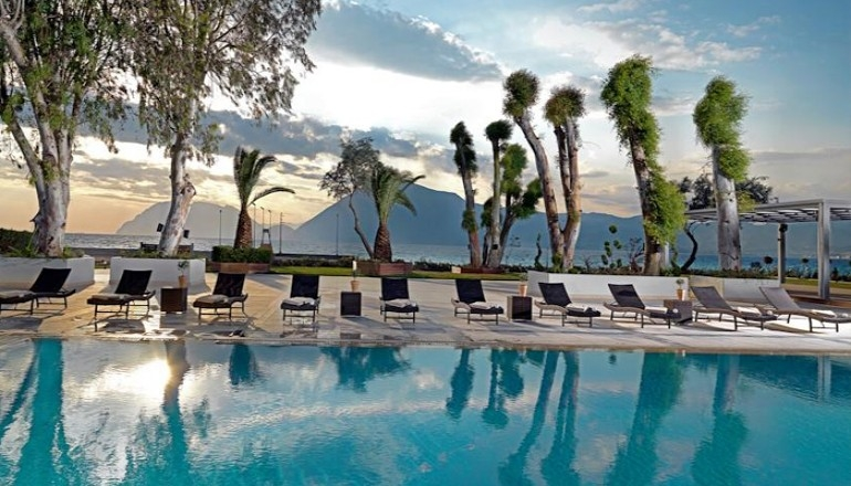 Αγίου Πνεύματος στο 4 αστέρων Porto Rio Hotel & Casino, στο Ρίο! Απολαύστε 3 ημέρες / 2 διανυκτερεύσεις KAI για τα 2 Άτομα ΚΑΙ ένα Παιδί έως 12 ετών, με Ημιδιατροφή (Πρωινό και Βραδινό σε Μπουφέ) σε δίκλινο δωμάτιο, μόνο με 159€ από 318€ ( Έκπτωση 50%)! Προσφέτεται ένα ποτήρι κρασί ανά άτομο σε όλα τα γεύματα! Υπάρχει δυνατότητα επιπλέον διανυκτέρευσης! εικόνα