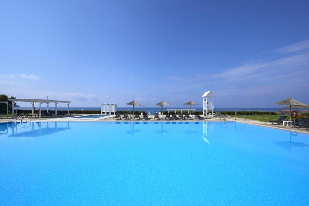 4* Tinos Beach Hotel - Τήνος ? -50% ? 3 Ημέρες (2 Διανυκτερεύσεις) ? 2 Άτομα ΚΑΙ 2 Παιδιά, ένα έως 12 ετών και ένα έως 6 ετών ? Ημιδιατροφή ? έως 30/09/2017 ? Ξαπλώστρες στην Πισίνα!