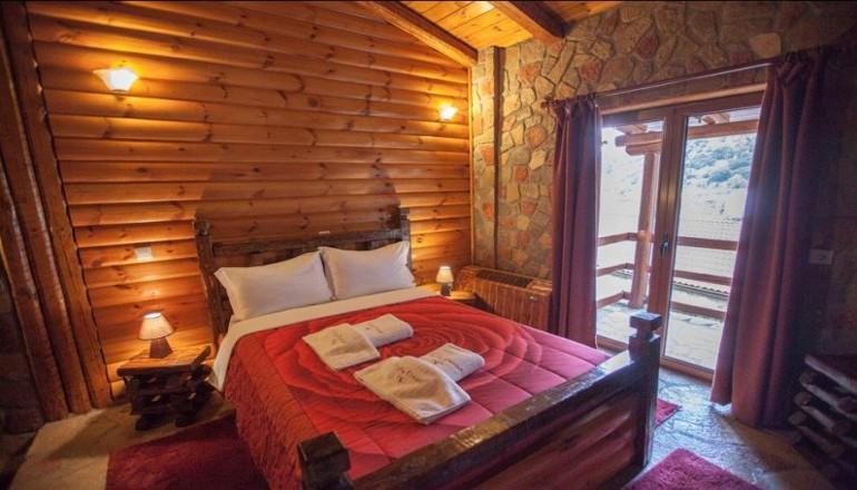 Όνειρο Resort & Spa Ζαχλωρούς - Ζαχλωρού Καλαβρύτων - 199€ από 398€ ( Έκπτωση 50%) ΚΑΙ για τις 3 ημέρες / 2 διανυκτερεύσεις ΚΑΙ για τα 2 Άτομα ΚΑΙ 2 Παιδιά, ένα έως 12 ετών και ένα έως 6 ετών, στη Ζαχλωρού Καλαβρύτων, σε Μεζονέτα με Jacuzzi και Τζάκι με Πρωινό, στο Όνειρο Resort & Spa! Παρέχονται Ξύλα για το Τζάκι καθώς και Early check in στις 10:00 και Late check out κατόπιν διαθεσιμότητας! Για όσους πραγματοποιήσουν τη διαμονή τους από Κυριακή έως Πέμπτη δίδεται μία επιπλέον διανυκτέρευση Δωρεάν με Πρωινό για να απολαύσετε 4 ημέρες το όμορφο φυσικό τοπίο της περιοχής! Υπάρχει δυνατότητα επιπλέον διανυκτέρευσης!