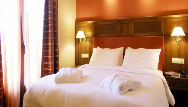 Selestina Boutique Hotel - Καρπενήσι - 149€ από 298€ ( Έκπτωση 50%) KAI για τις 3 ημέρες / 2 διανυκτερεύσεις ΚΑΙ για τα 2 Άτομα ΚΑΙ ένα Παιδί έως 6 ετών στο στο κέντρο του Καρπενησίου, σε δίκλινο δωμάτιο με Πλούσιο Πρωινό σε Μπουφέ με φρέσκο χυμό πορτοκαλιού, ζεστά κρουασάν και τοπικά προϊόντα όπως μαρμελάδες, μέλι, βούτυρο, φρέσκα αυγά, κουλουράκια κ.α, στο Οικολογικό Selestina Boutique Hotel! Παρέχεται Early check in και Late check out κατόπιν διαθεσιμότητας για να απολαύσετε στιγμές χαλάρωσης και ευεξίας! Υπάρχει δυνατότητα επιπλέον διανυκτέρευσης!