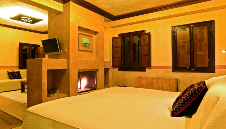 Εορτες στο 4 αστερων Βραυβευμενο Katogi Averoff Hotel & Winery με Χρυσο Βραβειο στην κατηγορια Οινικη κουλτουρα, στο Μετσοβο! Απολαυστε 4 ημερες / 3 διανυκτερευσεις ΚΑΙ για τα 2 Άτομα ΚΑΙ ενα Παιδι εως 12 ετων με Ημιδιατροφη ( Παραδοσιακο Ελληνικο Πρωινο η Βραδινο) σε δικλινο δωματιο, μονο με 300€ απο 440€ ( Έκπτωση 32%)! Παρεχεται Ξεναγηση στο Οινοποιειο Κατωγι Αβερωφ και κερασμα ενα ποτηρι Κρασι! Υπαρχει δυνατοτητα επιπλεον διανυκτερε…