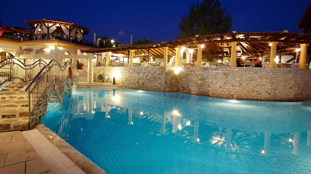 5* Athena Pallas Village Resort - Χαλκιδική ? 4 Ημέρες (3 Διανυκτερεύσεις) ? 2 Άτομα ΚΑΙ ένα Παιδί έως 12 ετών ? Πρωινό ? έως 23/09/2017 ? Free WiFi