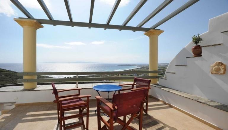 Πασχα και Αγιου Πνευματος στο Τinos View Luxury Apartments, στην Τηνο! Απολαυστε 4 ημερες / 3 διανυκτερευσεις για εως ΚΑΙ 3 Άτομα σε Superior Διαμερισμα με Θεα Θαλασσα, μονο με 219€ απο 480€ (Έκπτωση 54%)! Το Superior Διαμερισμα περιλαμβανει Μεγαλη ανεξαρτητη βεραντα, Πληρως εξοπλισμενη κουζινα, καφε φιλτρου, καφε ελληνικο, αφεψιματα, LCD TV και DVD, Wifi internet, Air-condition, Μπανιο-Ντουζ, Σεσουαρ και Μαρμαρογλυπτη διακοσμηση! Παρεχ…