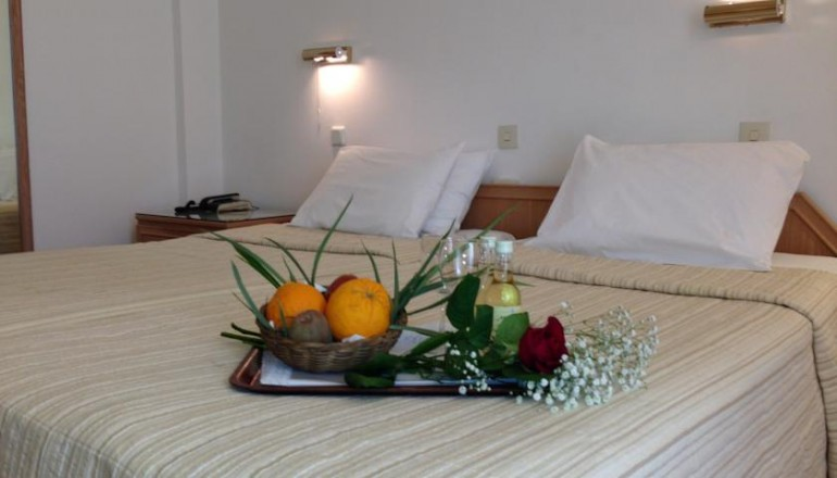 """BEST WESTERN Candia Hotel - Αθήνα - 59€ από 118€ ( Έκπτωση 50%) ΚΑΙ για τις 2 ημέρες / 1 διανυκτέρευση ΚΑΙ για τα 2 Άτομα με Ημιδιατροφή (Πρωινό και Βραδινό) στην Αθήνα πίσω από το σταθμό Λαρίσης και κοντά στο σταθμό του Mετρό """"Μεταξουργείο"""", στο BEST WESTERN Candia Hotel σε δίκλινο δωμάτιο! Παρέχεται Early check in και Late check out κατόπιν διαθεσιμότητας! Υπάρχει δυνατότητα επιπλέον διανυκτερεύσεων! Η προσφορά ισχύει KAI για την Καθαρά Δευτέρα ΚΑΙ την 25η Μαρτίου!"""
