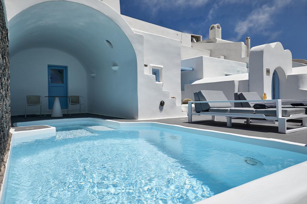 Dreams Luxury Suites - Σαντορίνη ✦ -5% ✦ 2 Ημέρες (1 Διανυκτέρευση) ✦ 2 άτομα + 1 παιδί έως 4 ετών ✦ Πρωινό ✦ 01/07/2021 έως 31/08/2021 ✦ Θέα στο Αιγαίο!