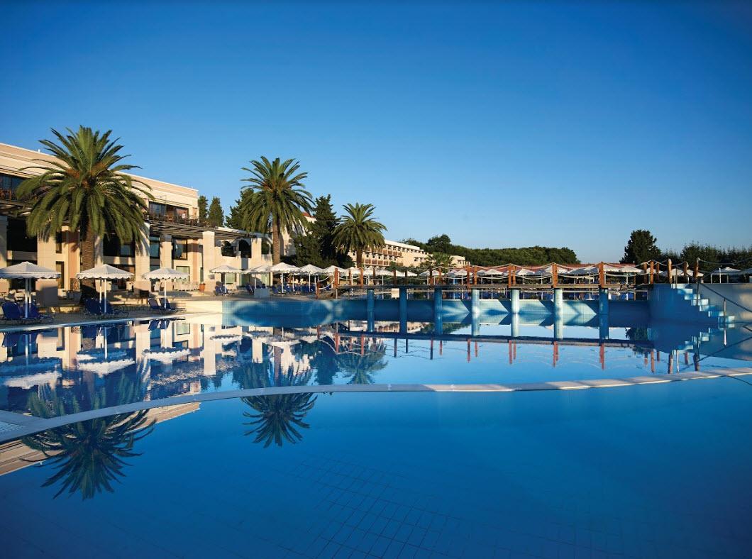5* Roda Beach Resort & Spa - Κέρκυρα ✦ -30% ✦ 4 Ημέρες (3 Διανυκτερεύσεις) ✦ 2 άτομα + 1 Παιδί έως 13 ετών ✦ All Inclusive ✦ 14/09/2020 έως 30/09/2020 ✦ Kids Club!