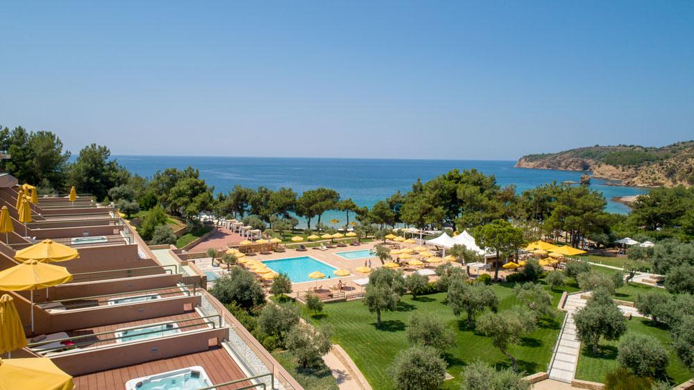 5* Royal Paradise Beach Resort & Spa - Θάσος ? 4 Ημέρες (3 Διανυκτερεύσεις) ? 2 άτομα ? Πρωινό ? Πρωτομαγιά (01/05/2020 έως 04/05/2020) ? Για διαμονή 3 διανυκτερεύσεων και άνω δίδεται δώρο 2 Χ 20min relaxing massage ή ένα δωρεάν γεύμα για 2 άτομα σε μπούφε στο ELEA Restaurant!