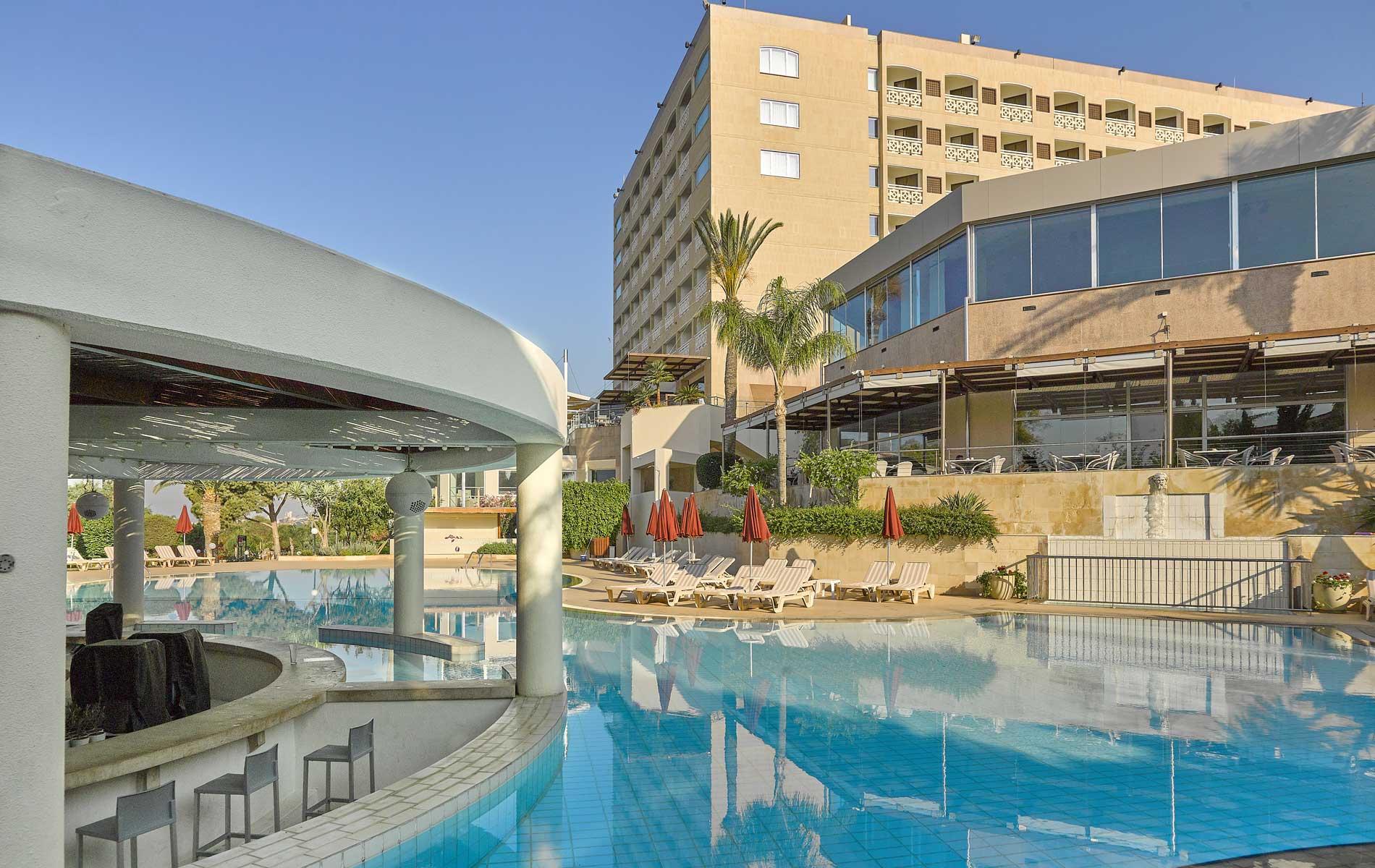5* St Raphael Resort - Λεμεσός, Κύπρος ✦ 2 Ημέρες (1 Διανυκτέρευση) ✦ 2 άτομα + 1 παιδί έως 10 ετών ✦ Ημιδιατροφή ✦ 01/09/2020 έως 30/09/2020 ✦ Free WiFi!