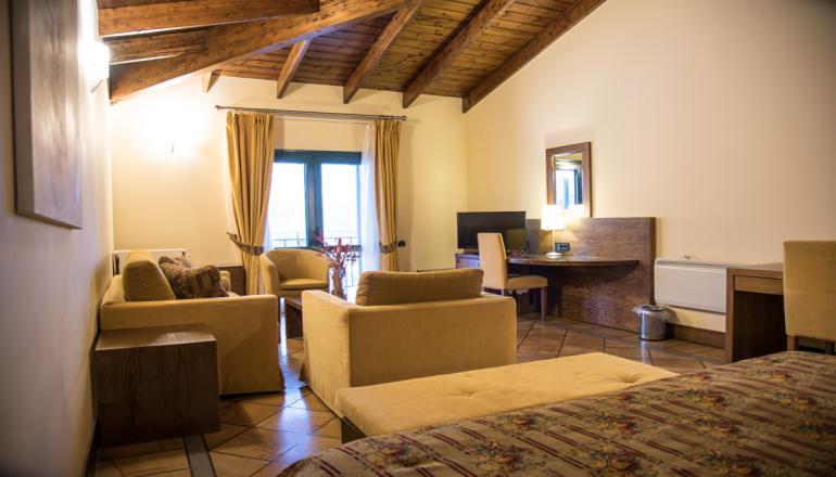 Αγίου Πνεύματος στο 5 αστέρων AVARIS Hotel, στο Καρπενήσι! Απολαύστε 3 ημέρες /  hotels