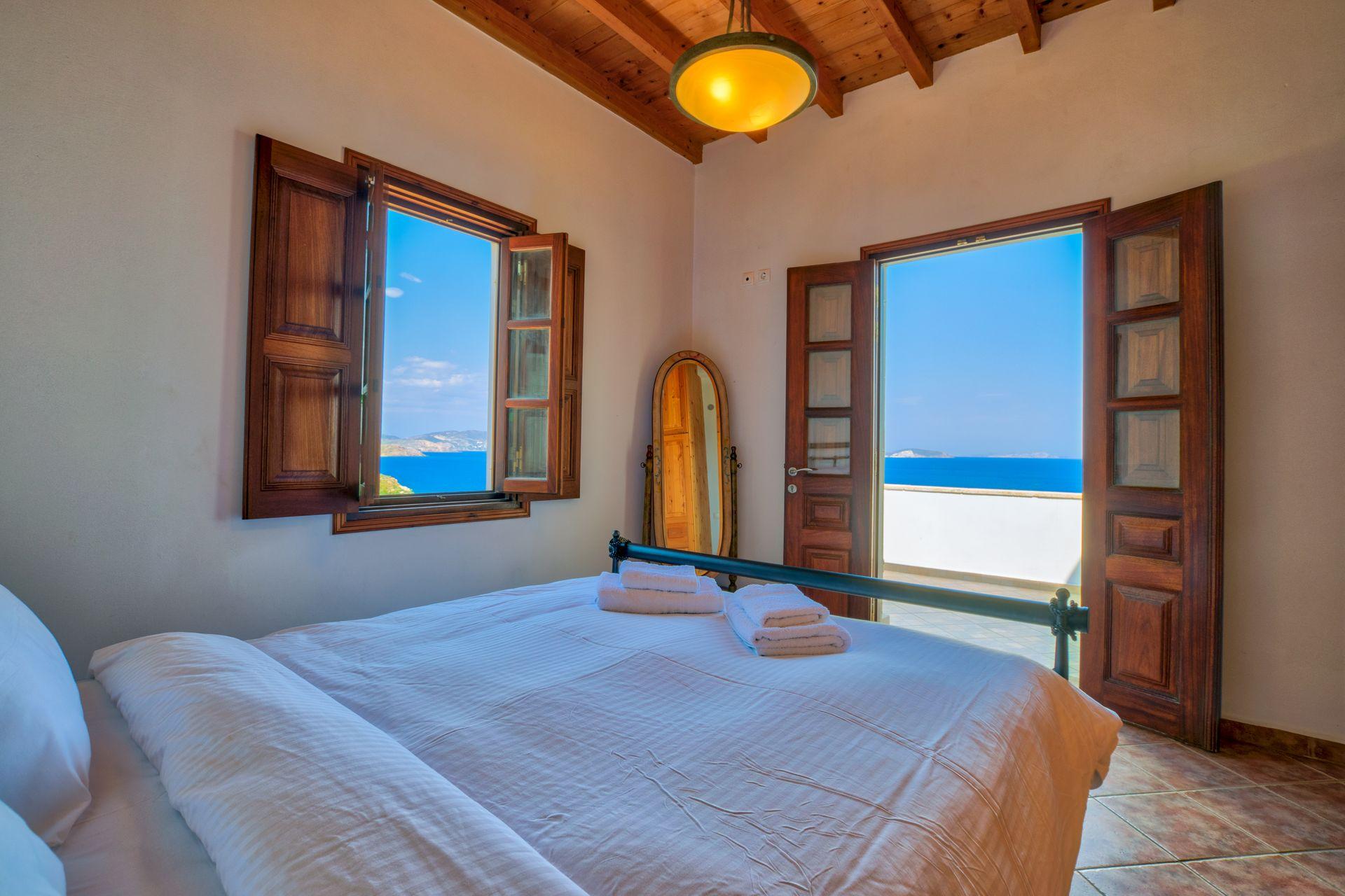 Allotina Houses - Πάτμος ✦ 2 Ημέρες (1 Διανυκτέρευση) ✦ 2 άτομα ✦ Χωρίς Πρωινό ✦ 01/07/2021 έως 31/08/2021 ✦ 2 λεπτά με τα πόδια από την παραλία!