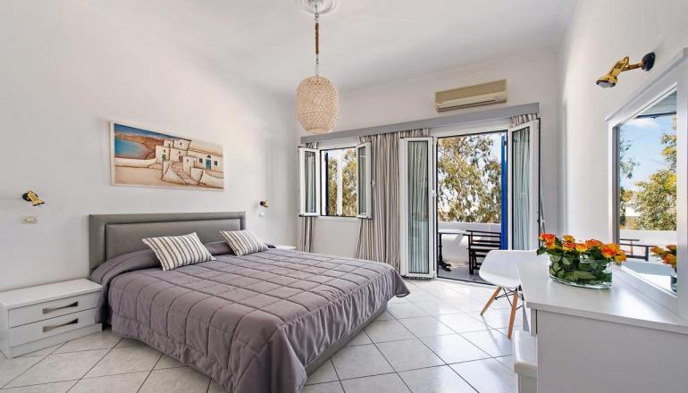 Αποδράστε στη Σαντορίνη, στο Eucalyptus Hotel! Απολαύστε 4 ημέρες / 3 διανυκτερεύσεις ΚΑΙ για τα 2 Άτομα, σε δίκλινο δωμάτιο! Υπάρχει δυνατότητα επιπλέον διανυκτέρευσης!