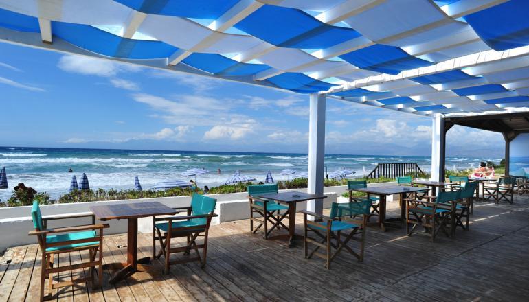 Αποδραστε στην Κερκυρα στο 4 αστερων Ionian Princess Club Hotel ΚΑΙ για τις 2 ημερες / 1 διανυκτερευση ΚΑΙ για τα 2 Άτομα ΚΑΙ ενα Παιδι εως 12 ετων, με Ημιδιατροφη (Πρωινο και Βραδινο σε Μπουφε), σε Superior Double Room, λιγα μετρα απο την Παραλια! Υπαρχει δυνατοτητα επιπλεον διανυκτερευσεων!