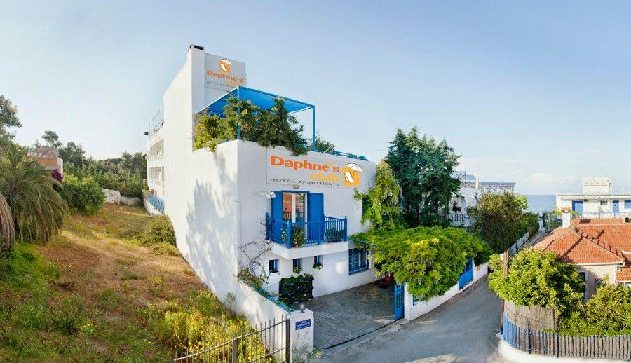 Daphne's Club Hotel Apartments - Ξυλόκαστρο ✦ 4 Ημέρες (3 Διανυκτερεύσεις) ✦ 3 άτομα ✦ Χωρίς Πρωινό ✦ 01/09/2021 έως 30/09/2021 ✦ -15% για διαμονή 5 Διανυκτερεύσεων και άνω!