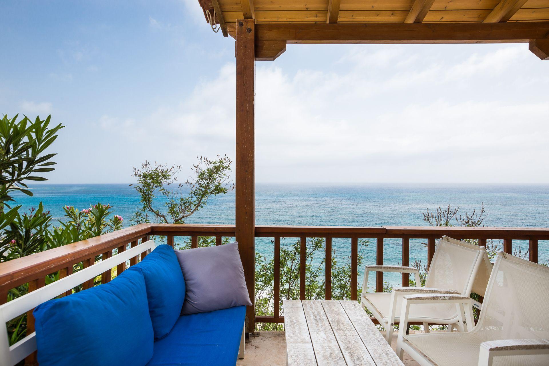 Fata Morgana - Χανιά, Κρήτη ✦ 11 Ημέρες (10 Διανυκτερεύσεις) ✦ 2 άτομα ✦ Χωρίς Πρωινό ✦ 01/07/2020 έως 30/09/2020 ✦ Μπροστά στην Παραλία!