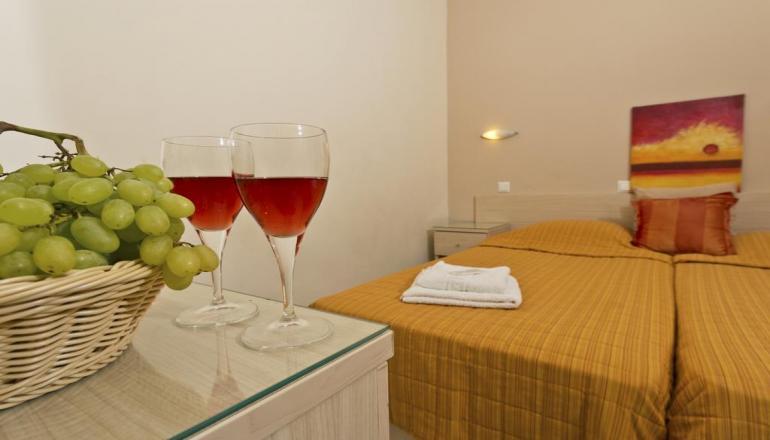 Πάσχα στην Ρόδο, στο Amaryllis Hotel! Απολαύστε 4 ημέρες / 3 διανυκτερεύσεις ΚΑΙ για τα 2 Άτομα, με Ημιδιατροφή (Πρωινό και Βραδινό) σε δίκλινο δωμάτιο, μόνο με 195€ από 278€ ( Έκπτωση 30%)! Υπάρχει δυνατότητα επιπλέον διανυκτερεύσεων!