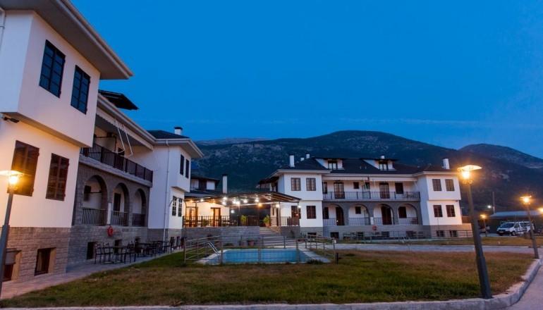 Εορτές στα Ιωάννινα, στο Exohi Hotel! Απολαύστε 4 ημέρες / 3 διανυκτερεύσεις ΚΑΙ για τα 2 Άτομα KAI ένα Παιδί έως 12 ετών με Πρωινό σε δίκλινο δωμάτιο, μόνο με 159€ από 318€ (Έκπτωση 50%)! Παρέχεται Early check in στις 10:00 και Late check out στις 18:00 για να απολαύσετε 4 γεμάτες ημέρες! Υπάρχει δυνατότητα επιπλέον διανυκτέρευσης! εικόνα