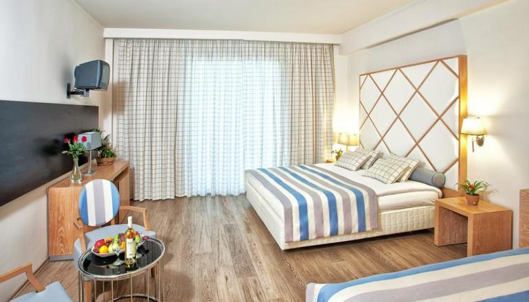 4* Olympus Thea Boutique Hotel - Πλαταμώνας Πιερίας ? -50% ? 3 Ημέρες (2 Διανυκτερεύσεις) ? 2 Άτομα ΚΑΙ ένα Παιδί έως 12 ετών ? Ημιδιατροφή + Ποτά ? Εορτές (27/12/2017 έως 31/12/2017) ? Early check in και Late check out κατόπιν διαθεσιμότητας!