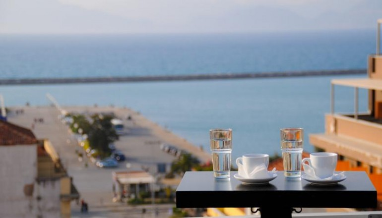 Mediterranee Hotel - Πάτρα ✦ -53% ✦ 2 Ημέρες (1 Διανυκτέρευση) ✦ 2 Άτομα ΚΑΙ ένα Παιδί έως 12 ετών ✦ Πρωινό ✦ Έως 30/09/2018 ✦ Early check in στις 10:00 και Late check out στις 19:00!