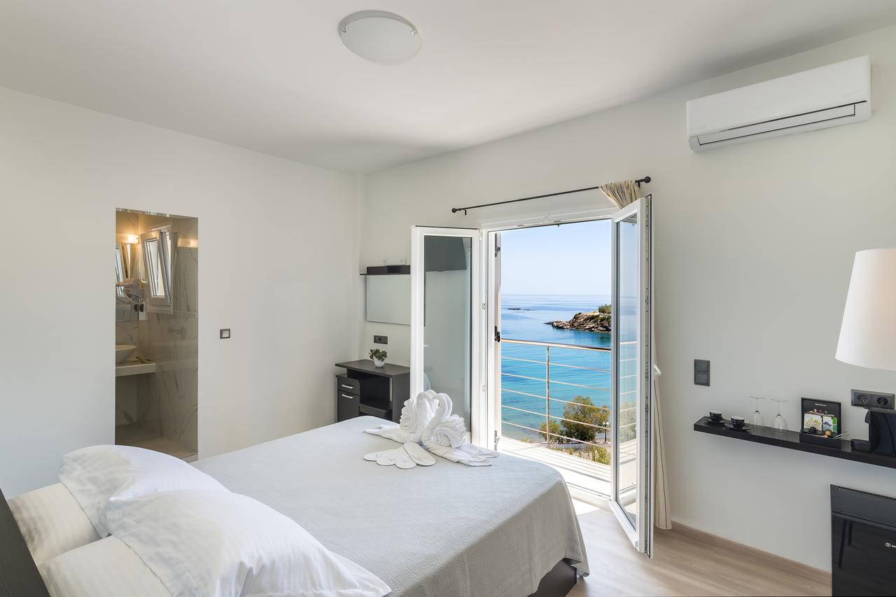 Alexandra Hotel - Σύρος ✦ 2 Ημέρες (1 Διανυκτέρευση) ✦ 2 άτομα + 1 παιδί έως 6 ετών ✦ Πρωινό ✦ 01/09/2021 έως 30/09/2021 ✦ Μπροστά στην Παραλία!