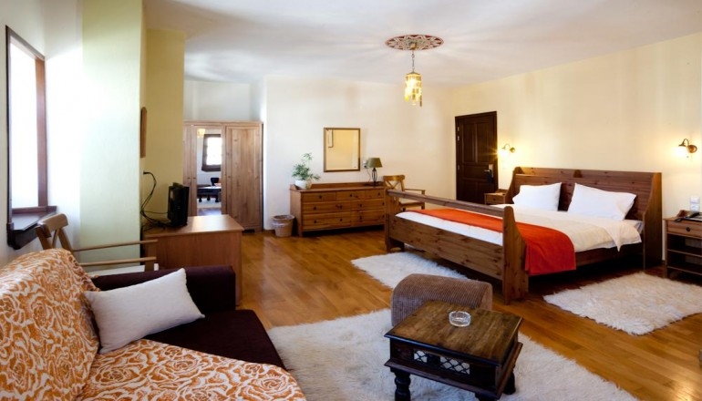 Erofili Four Seasons Hotel - Πήλιο - 139€ από 278€ ( Έκπτωση 50%) ΚΑΙ για τις 3 ημέρες / 2 διανυκτερεύσεις ΚΑΙ για τα 2 Άτομα ΚΑΙ ένα Παιδί έως 12 ετών στην Πορταριά Πηλίου, σε Junior Suite με Τζάκι και Jacuzzi με Πλούσιο Πρωινό στο Erofili Four Seasons Hotel! Για όσους πραγματοποιήσουν τη διαμονή τους από Κυριακή έως Πέμπτη δίδεται μια επιπλέον διανυκτέρευση Δωρεάν με Πρωινό για να απολαύσετε 4 ημέρες! Υπάρχει δυνατότητα επιπλέον διανυκτέρευσης!