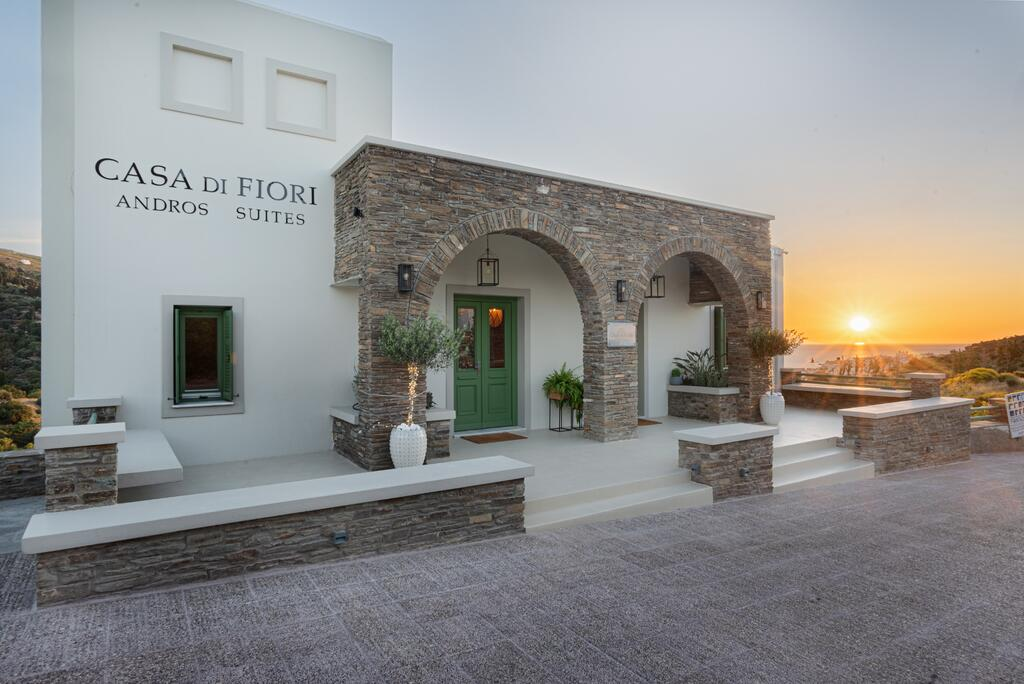 Casa Di Fiori Suites - Άνδρος ✦ 2 Ημέρες (1 Διανυκτέρευση) ✦ 2 άτομα ✦ Χωρίς Πρωινό ✦ 01/09/2021 έως 30/09/2021 ✦ Θαυμάσια Τοποθεσία!