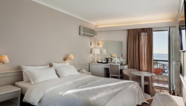 60€ από 101€ ( Έκπτωση 41%) ΚΑΙ για τις 2 ημέρες / 1 διανυκτέρευση ΚΑΙ για τα 2 Άτομα στο 4 αστέρων Coral Hotel στο Παλαιό Φάληρο, σε δίκλινο δωμάτιο με Πρωινό σε Μπουφέ! Παρέχεται ελεύθερη χρήση του γυμναστηρίου! Υπάρχει δυνατότητα επιπλέον διανυκτερεύσεων! Η προσφορά ισχύει ΚΑΙ για την Καθαρά Δευτέρα! εικόνα