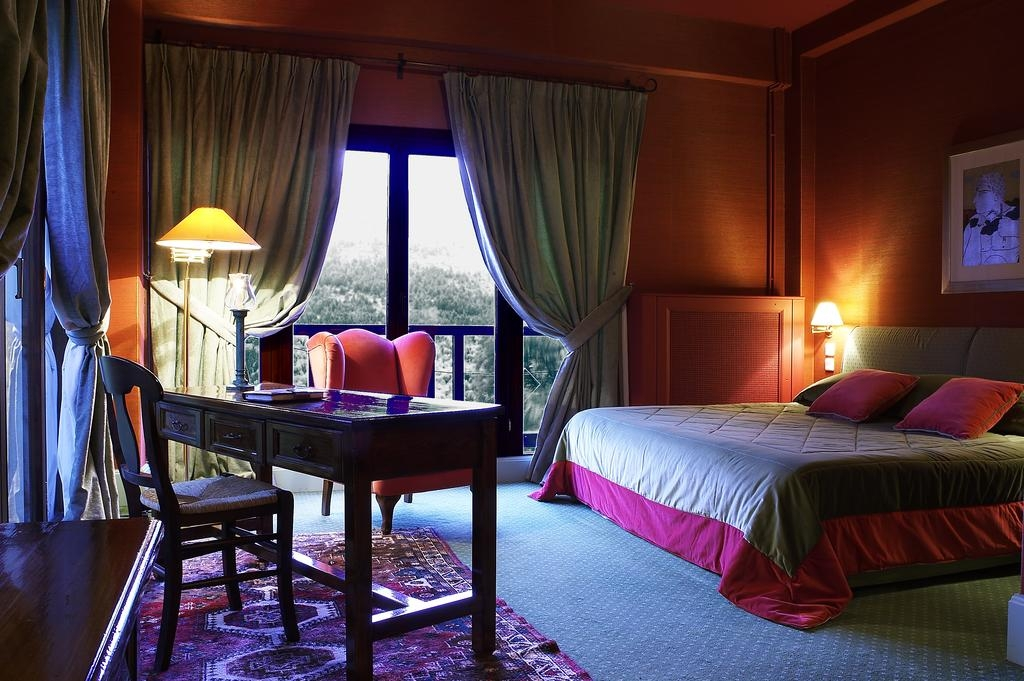 Country Club Hotel & Suites - Καρπενήσι ✦ -50% ✦ 3 Ημέρες (2 Διανυκτερεύσεις) ✦ 2 Άτομα ΚΑΙ 2 Παιδιά ένα έως 12 ετών και ένα έως 2 ετών ✦ Ημιδιατροφή ✦ έως 27/04/2018 ✦ Για διαμονή από Κυριακή έως Πέμπτη δίδεται μία επιπλέον διανυκτέρευση Δωρεάν με Πρωινό!
